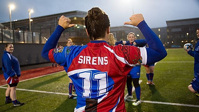 Mike Phillips a'r Senghenydd Sirens
