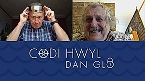 Codi Hwyl - Dan Glo